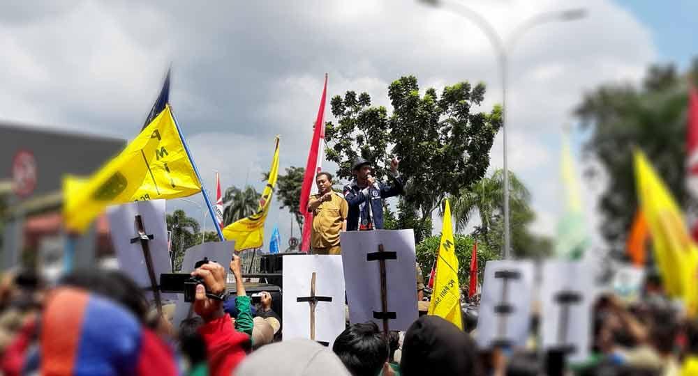 Demonstrasi Tolak Semen Kembali Ricuh, 7 Personel Kepolisian, dan 3 orang Satpol PP Luka Serius