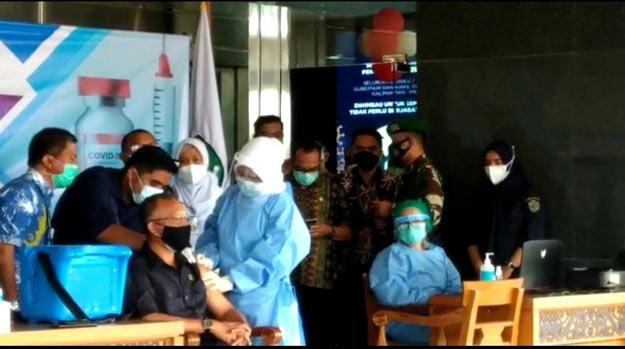 Pemprov Kaltim Resmi Lakukan Vaksinasi Perdana.