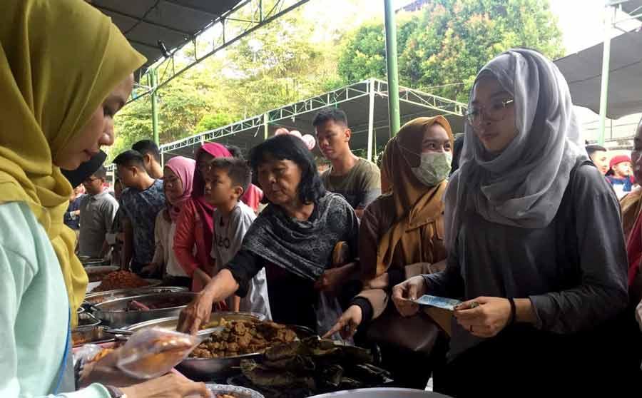 Asik, Berburu 'Wadai' di Wisata Belanja Ramadan GOR Segiri,,,