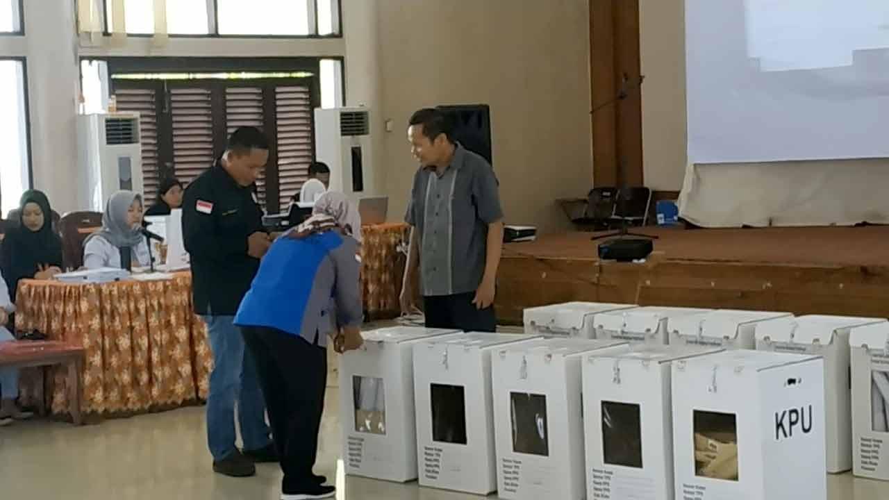 Rampungkan Pleno KPUD, Pemilu Kubar, Lancar Terkendali