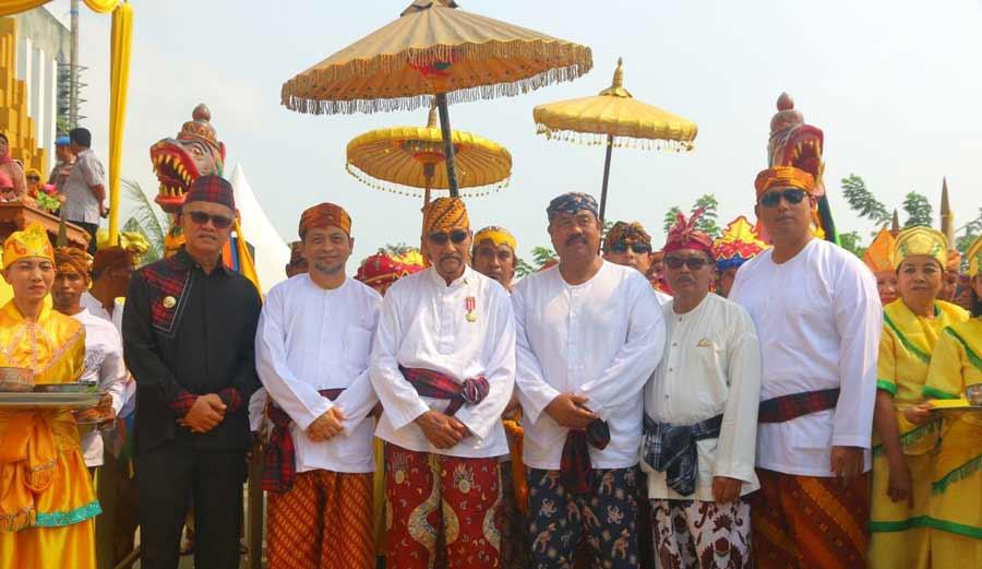 Walikota Jaang Hadiri Puncak Erau Di Tenggarong