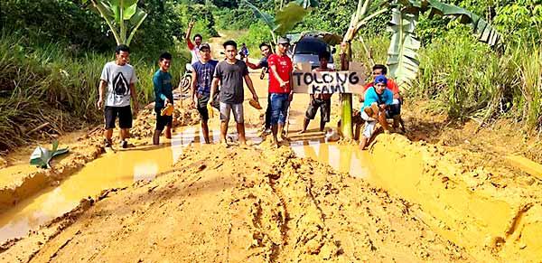 Dikepung Perusahaan, Jalanan Desa di Kaubun ini Bertahun-Tahun Masih Berlumpur
