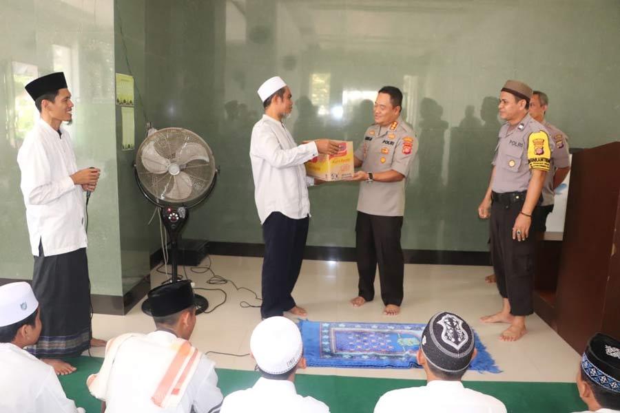 Gelar Jumat Berbagi, Kapolresta Samarinda Sambangi Panti Asuhan Uswatun Hasanah