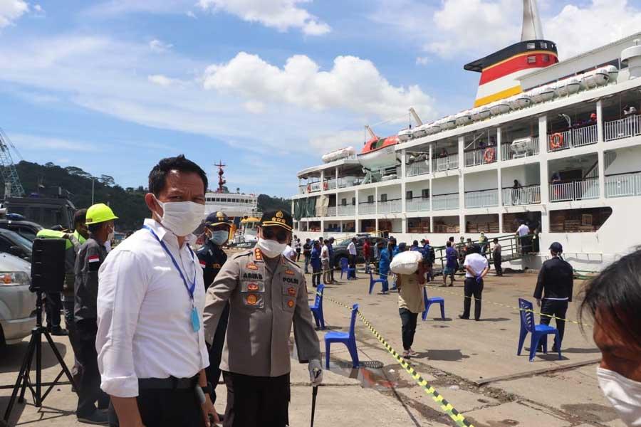 Putus Rantai Covid 19 Polresta Samarinda Menerapkan Protokol Kesehatan Bagi Semua Penumpang Kapal