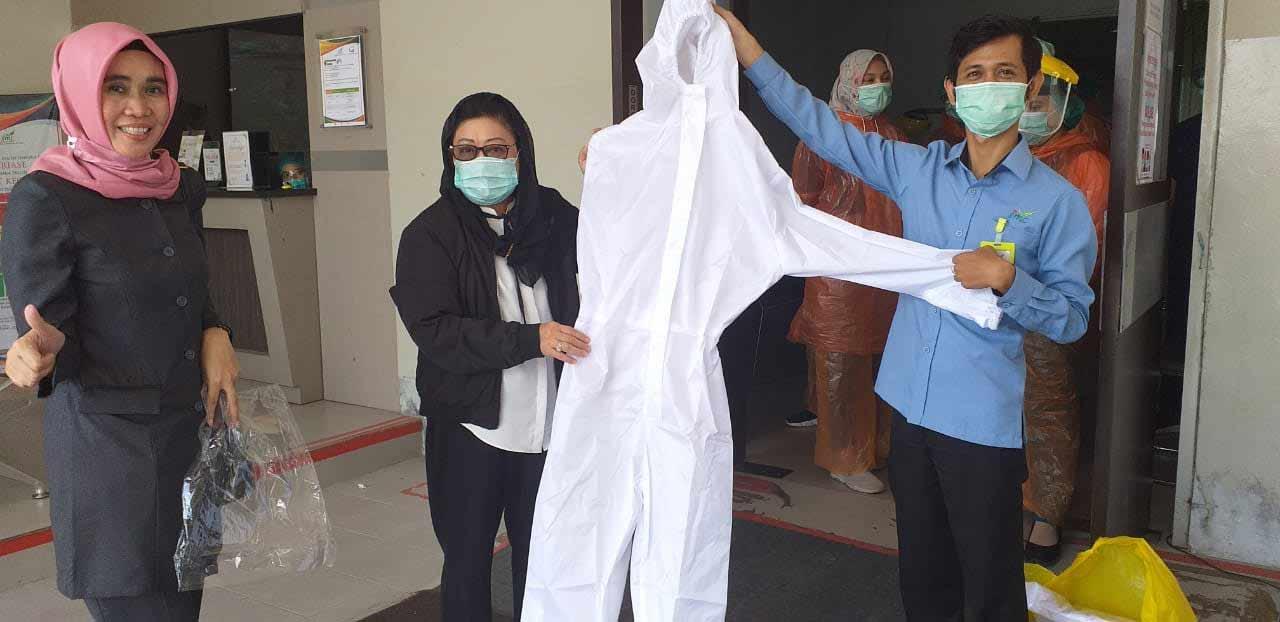 IKA Unmul Kota Samarinda Sumbang APD ke Sejumlah Rumah Sakit di Samarinda