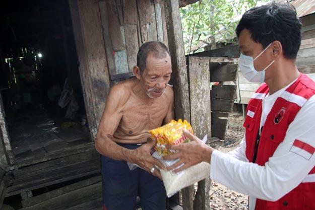 PDI Perjuangan Kaltim Salurkan 1 Ton beras dan paket sembako kepada warga terdampak Covid-19