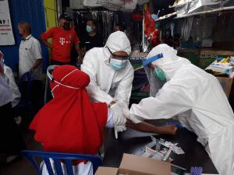 Pemkot Samarinda Gelar Rapid Tes dan Swab Secara Massal Bagi Pedagang dan Pengunjung Pasar