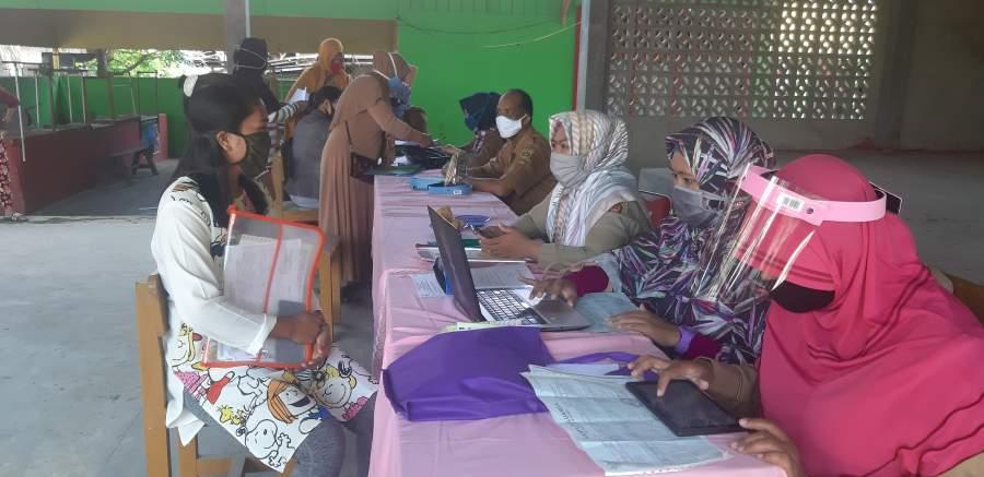 Pendaftaran Calon Siswa SDN 010 Samarinda Seberang diwarnai Dengan Protokol Kesehatan Covid-19
