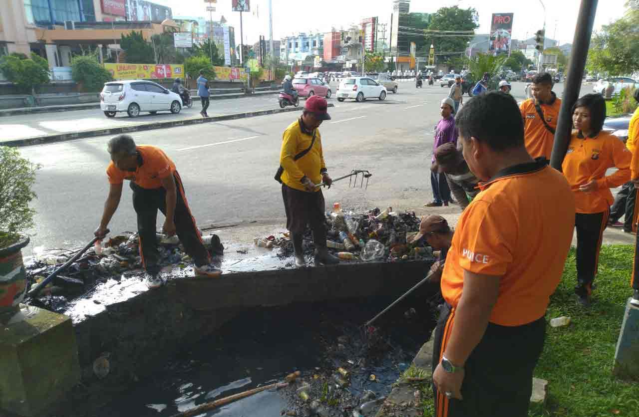 Polresta Samarinda Gelar Baksos Bersih Lingkungan Serentak diseluruh wilayah