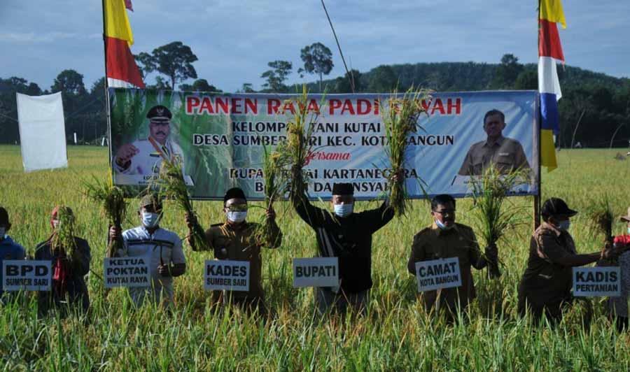 Bupati Kukar, Edi Damansyah, Ingin Petani Kukar Panen Tiga Kali Dalam Setahun