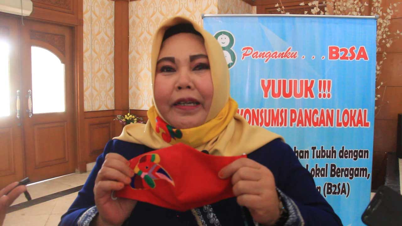 Ketua Dekranasda Kukar, Maslianawati Edi Damansayah Apresiasi Inovasi Masker Ibu Meri