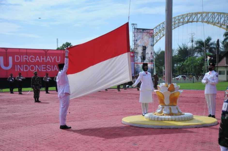 Bupati Kukar, Edi Damansyah Pimpin Upacara HUT Ke-75 RI